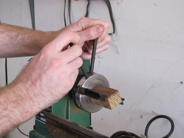 tightening a dedicated pen blank drilling chuck